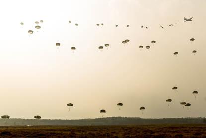 Ede, Ginkelse heide, 20 september 2014. 70 jaar geleden vond operatie Market Garden plaats. Vandaag werd deze internationale operatie herdacht. De geallieerde paratroopers waren er uit Nederland, United Kingdom, the United States of America en Polen. Daarnaast de veteranen.
