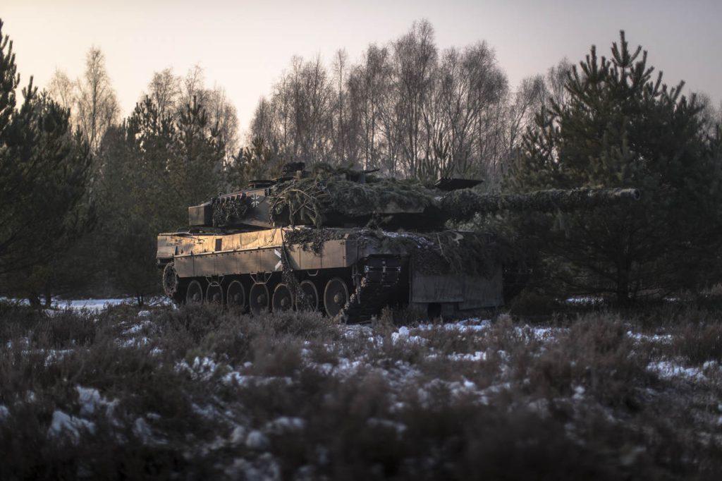 Drawsko, 1 februari 2017, Duits Nederlandse tanks, fennek's en cv-90's bewegen zich door het terrein tijdens oefening Bizon Drawsko.
