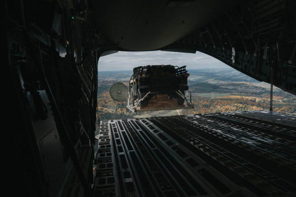 dropping-vrachtplaat-m-c-17-globemaster_noventas-by-mindef