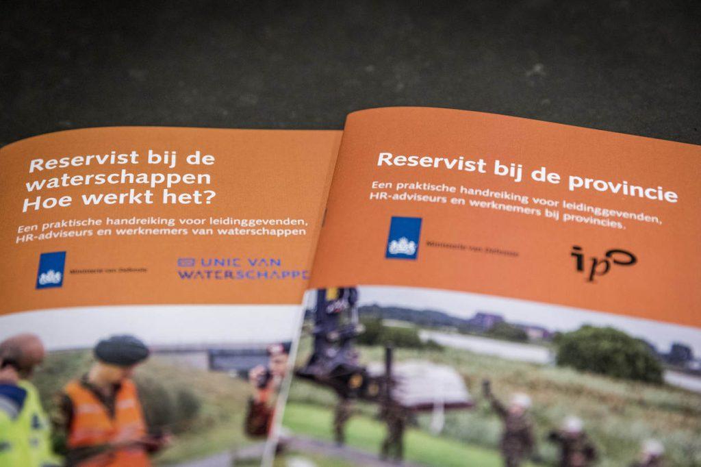 Den Haag, 20 november 2017. Ondertekening 2 brochures Defensie.