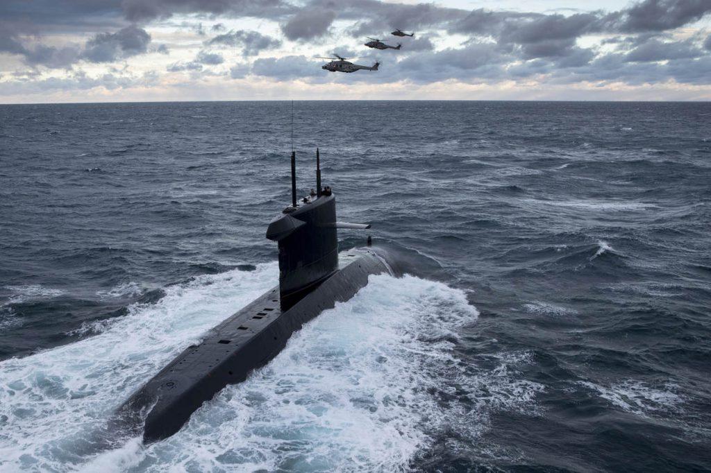Verenigd Koninkrijk, Helston, RNAS Culdrose, 30 november 2017. Nederlandse NH90's (860 squadron Defensie Helikopter Commando) jagen op onderzeeboten in de Engelse wateren rondom Culdrose. Deze ASW-training (Anti Submarine Warfare) maakt deel uit van FOST (Flag Officers Sea Training) De NH90's zijn uitgerust met een speciale sonar, deze zendt onder water geluidsgolven uit en spoort zo eventuele onderzeeboten op.