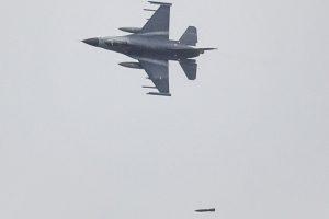 Vlieland, 28 januari 2014 Life firing F-16 op shooting range Vliehors