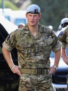 Prince-Harry-Uniform-Jamaica-Diamond-Jubilee-Visit-03072012-1-435x580