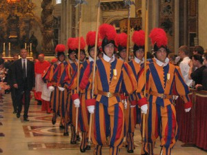 800px-Group_of_swiss_guards_inside_saint_peter_dome