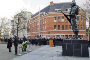 herdenking-gevallen-mariniers-bij-monument-de-marinier-in-2011