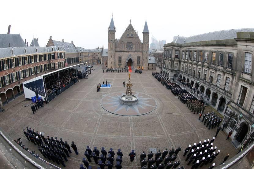 Het Binnenhof tijdens het uitreiken van de Militaire Willems-Orde aan majoor Gijs Tuinman op 4 december 2014.