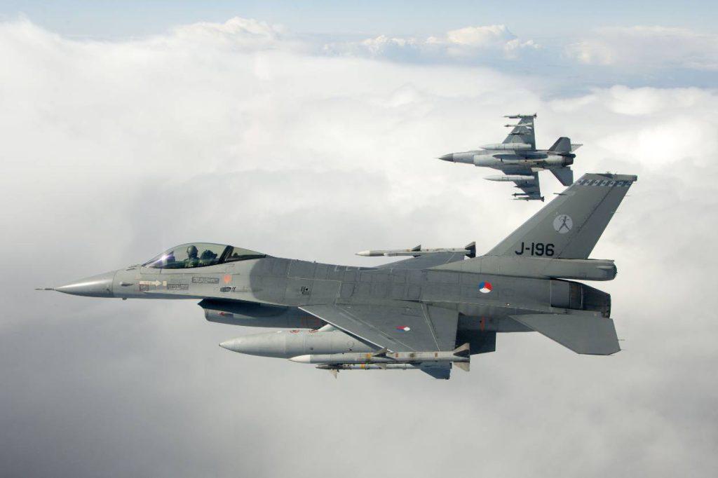 2-bewapende-f-16s-van-vliegbasis-leeuwarden-in-de-lucht_Noventas by MinDef