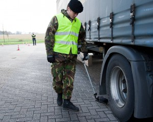 landmacht hulp marechaussee controle vrachtwagen_Noventas by MinDef