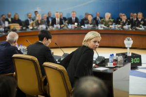Brussel 15 februari 2017  Vandaag en morgen is de minister van defensie Jeanine Hennis Plasschaert aanwezig bij de NAVO/NATO bijeenkomst in Brussel. Het is de eerste bijeenkomst alwaar de Amerikaanse minister van defensie James Mattis aanwezig is.