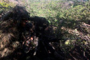 sniper-met-buddy-met-afstandsmeter_novents-by-mindef