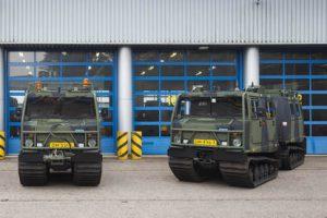 Doorn, 23 mei 2018 Overhandiging van de eerste vernieuwde BV206 aan de mariniers. J.A.M Vernooij van de DMO overhandigde de eerste voertuigen aan kolonel de Jong.
